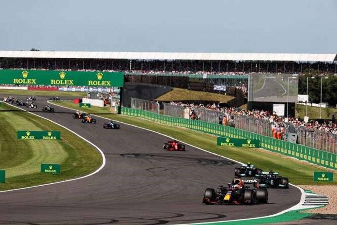 El director deportivo de la F1, Ross Brawn, 'muy satisfecho' con el estreno de las carreras al sprint